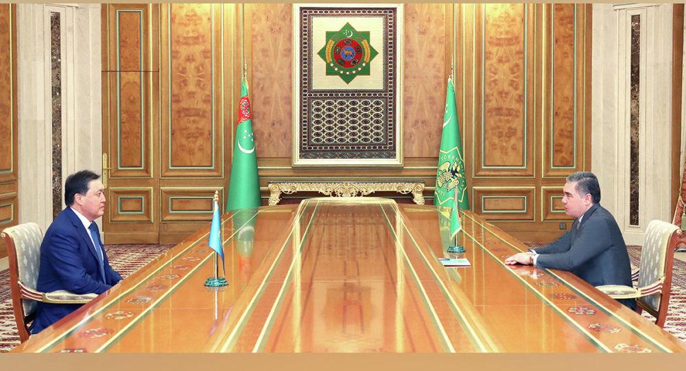 Премьер Казахстана встретился с президентом Туркменистана в Ашхабаде