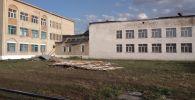 Сорванная ветром крыша школы в СКО