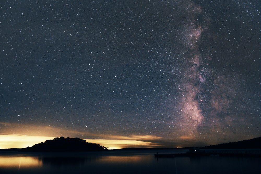 Португалиядағы Алкева фрегезиясының үстіндегі жұлдызды аспан.