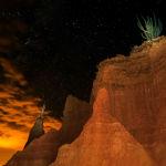 Колумбиядағы Tatacoa шөлінің үстіндегі түнгі жұлдызды аспан.