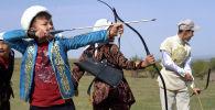 Беркутчи показали мастер-класс по охоте в новом этноауле в Алматинской области - видео