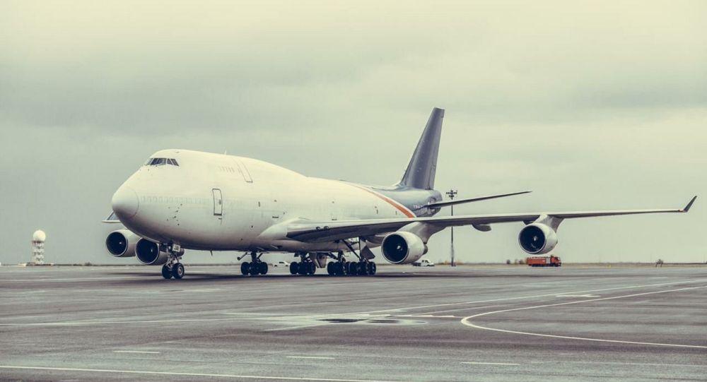 Самолет в аэропорту Нур-Султана