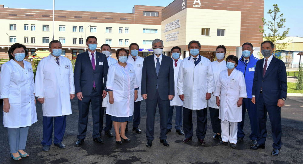 Глава государства посетил новый филиал городской клинической инфекционной больницы имени И.Жекеновой