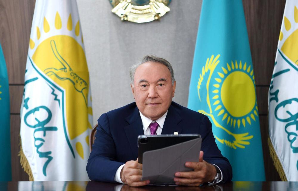 Председатель партии Nur Otan Нурсултан Назарбаев принял участие в онлайн-голосовании в праймериз