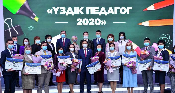 Победители конкурса Лучший педагог с министром образования Асхатом Аймагамбетовым