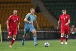 Игрок сборной Казахстана Ян Вороговский (в центре)