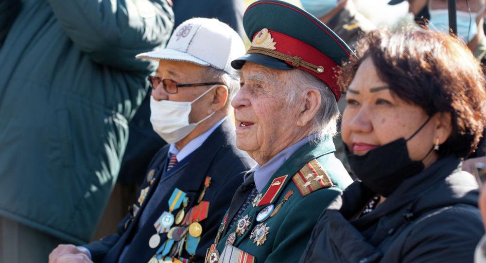 Принявшие участие в церемонии открытия ветераны, как один, подчеркнули, что теперь это место в парке Первого президента станет не только популярным у молодежи, но самое главное – поможет никогда не забыть подвиги великих героев войны