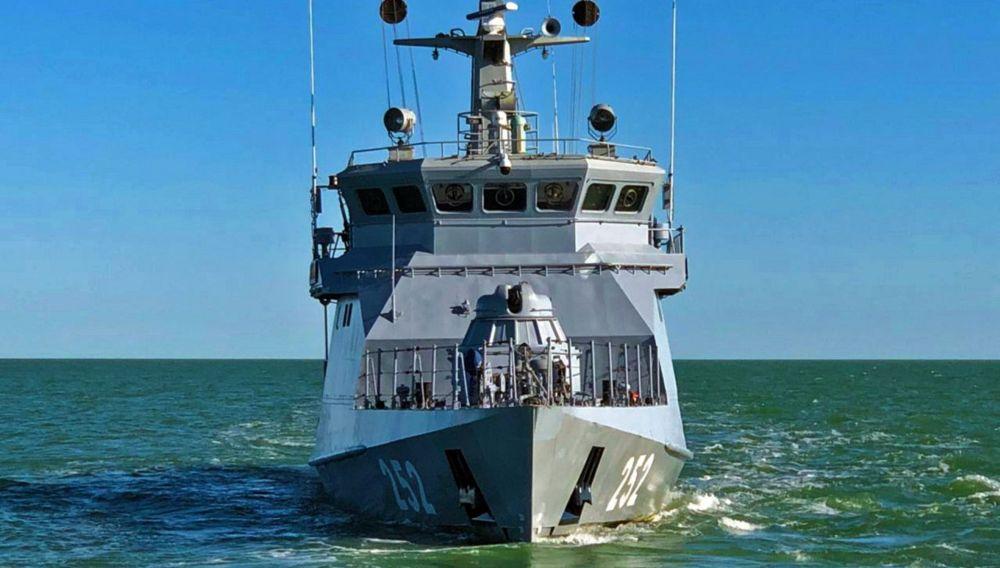 Корабль Военно-морских сил Казахстана в сбор-походе на Каспии