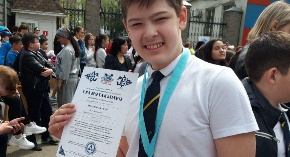 Сергей Казанцев, халықаралық Достар мектеп-лицейінің оқушысы