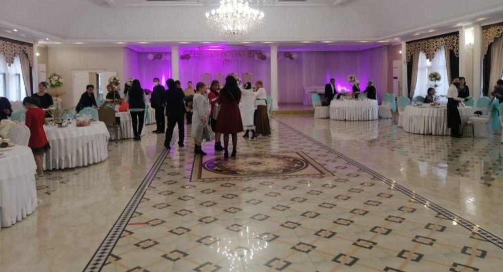 Мониторинговые группы Алматы выявили и пресекли проведение свадебного мероприятия на 80 человек
