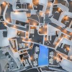 Aerial Photography Awards 2020 байқауының жеңімпазы, бельгиялық фотограф Sebastien Nagyдің Абстрактілі Греция суреті. Байқауға биіктен, дрондардың, моторсыз ұшу аппаратының, парашют іспетті жеңіл ұшу аппаратының, әуе шарларының, парашюттердің және басқа да аэромобильді құрылғылардың көмегімен түсірілген жүздеген сурет жиналды