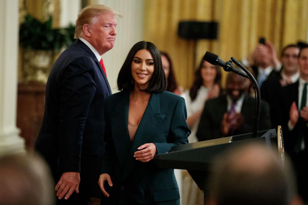 Встреча Ким Кардашьян и президента США Дональда Трампа в июне 2019 года