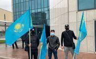 Казахстанская молодежь пришла к генконсульству США с требованием запретить фильм Борат-2