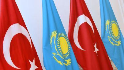 Флаги Турциии и Казахстана