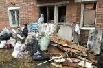 В Усть-Каменогорске волонтеры вывезли из квартиры пенсионерки 17 тонн мусора