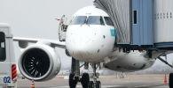 Самолет в аэропорту Алматы