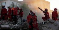 Спасательные работы проходят на месте землетрясения в Эгейском море, в прибрежной провинции Измир, Турция , 1 ноября 2020 г. REUTERS / Murad Sezer