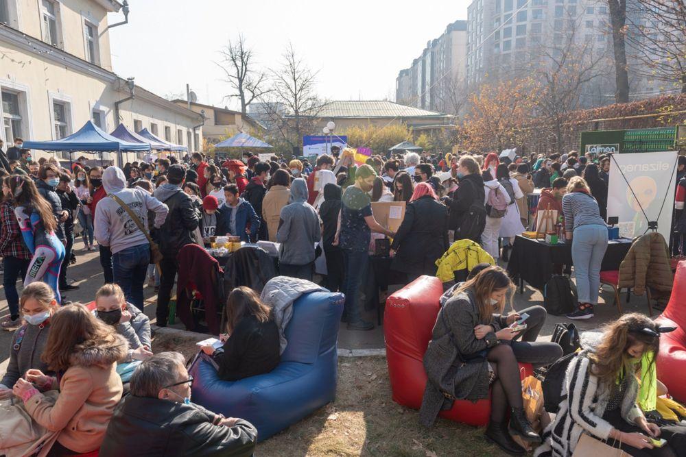 Мероприятие за весь день посетило более 4 тысяч человек. Сотни участников фестиваля перевоплотились в героев видеоигр - эльфов, воинов, ведьм, фей.