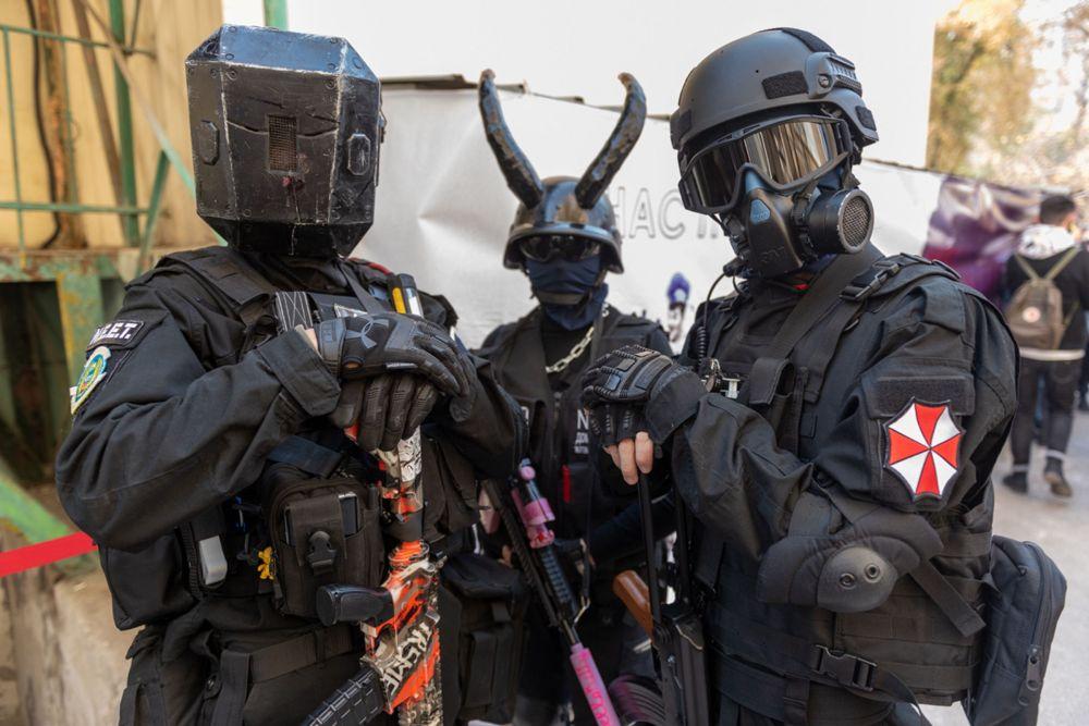 Диванная гвардия. Авторы костюмов назвали себя чем-то, вроде организации по защите косплееров. В комик-конах участвуют постоянно.