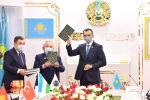 Абай издан на узбекском языке, Науаи – на казахском