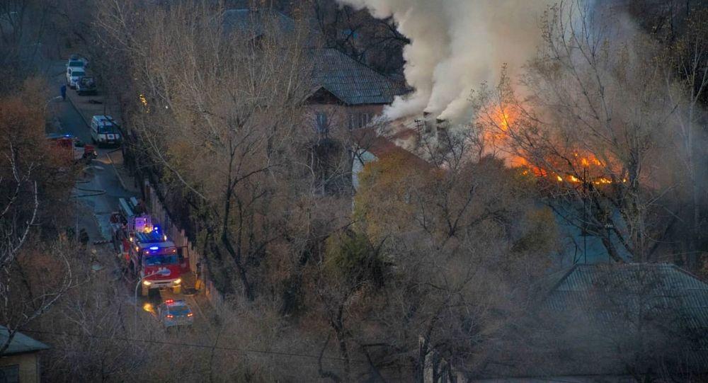 Пожар на улице Радостовца между Солодовникова и Джандосова
