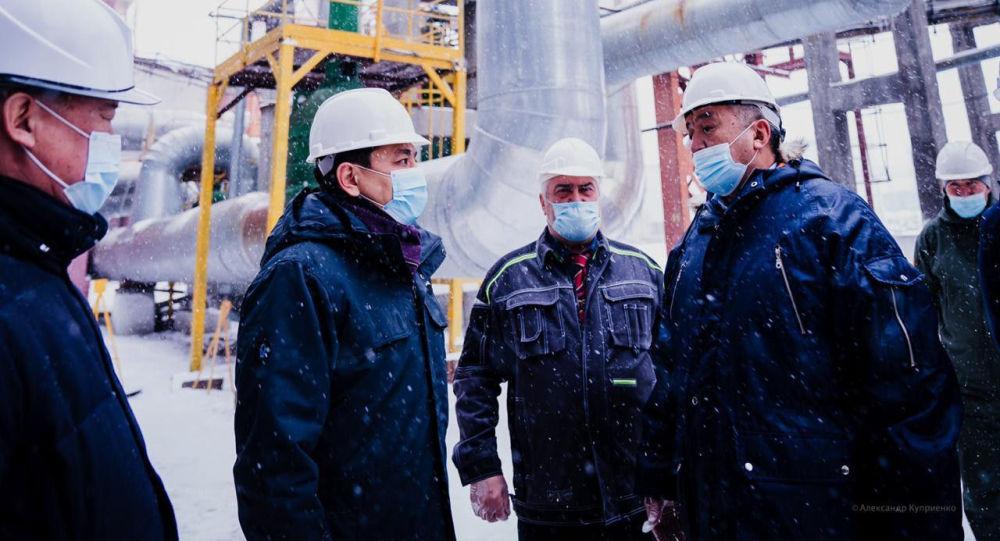 Аким Нур-Султана Алтай Кульгинов во время посещения ТЭЦ