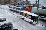 Автобус врезался в столб