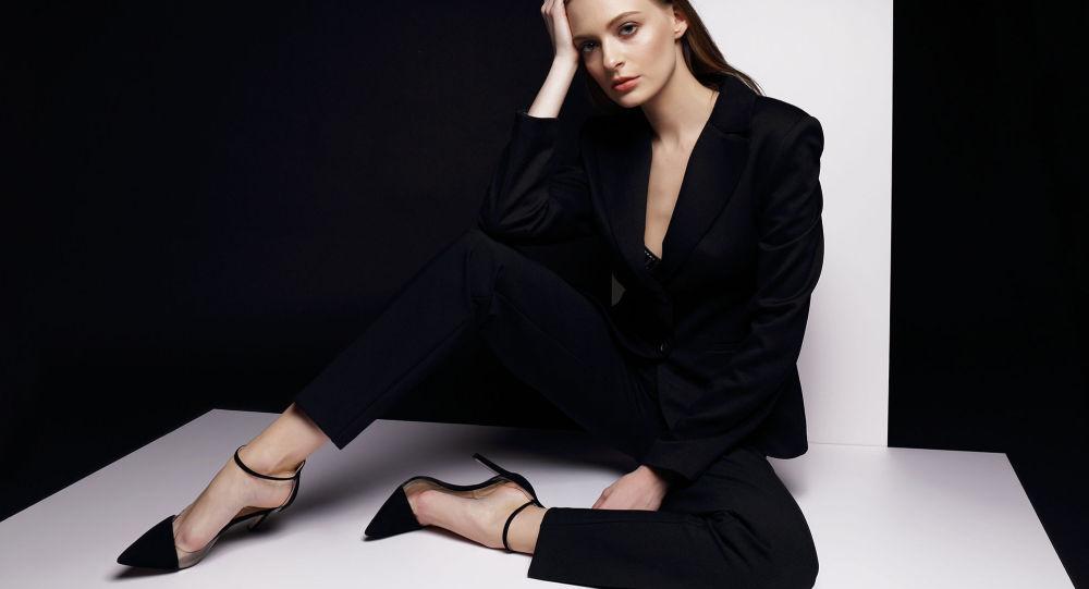 По-черному: как носить базовые вещи и как это делают модные блогеры