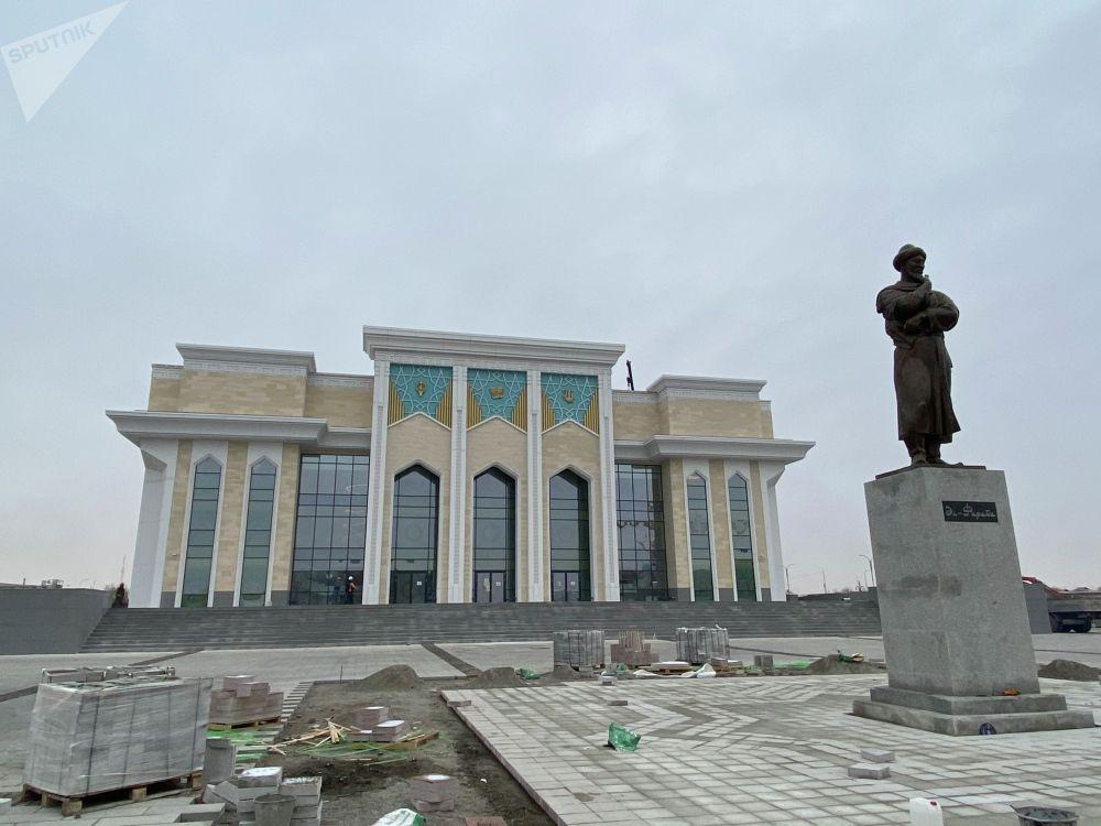 2019 жылдың аяғында салына бастаған драма театрдың құрылысы әлі де жүріп жатыр