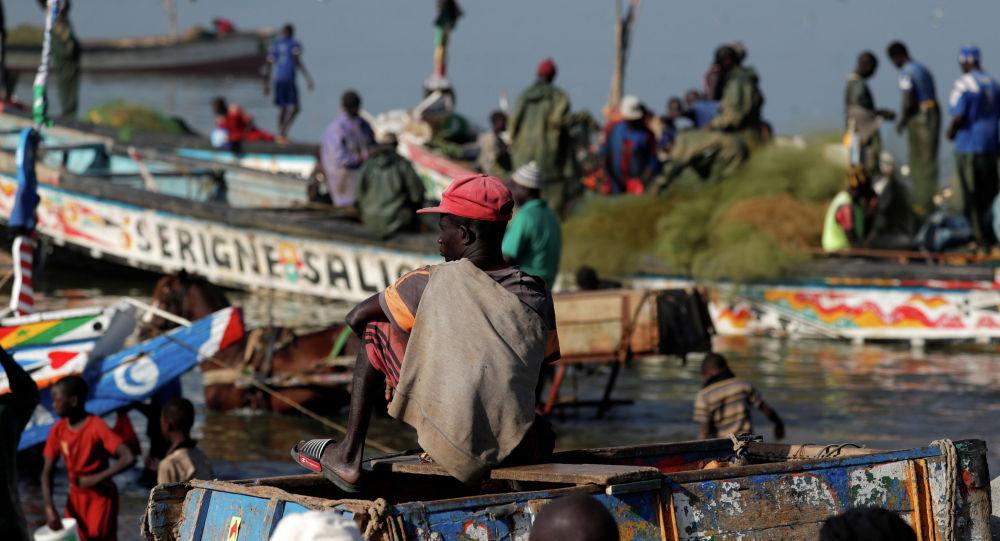 Рыбаки в одном из портов Сенегала