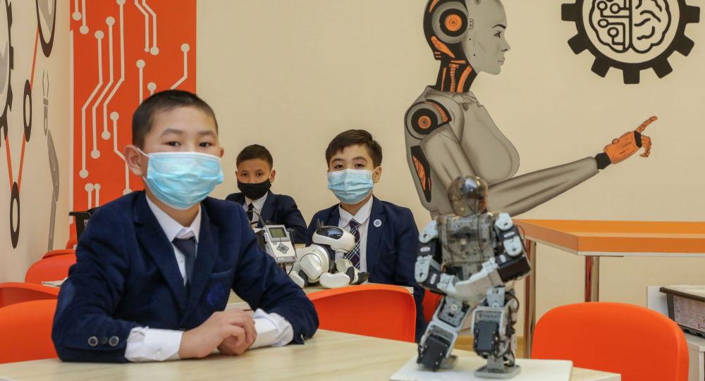 Глава государства посетил новую школу