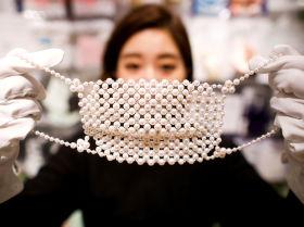 Қымбат тастармен көмкерілген маска Токиода сатылады