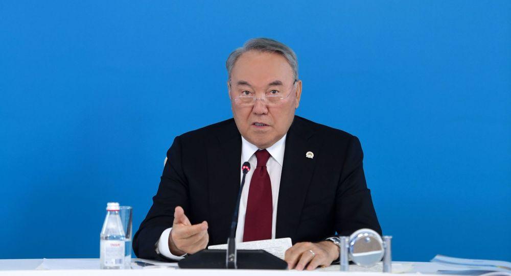 Нурсултан Назарбаев на внеочередном съезде партии Nur Otan
