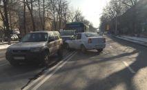 Массовое ДТП на перекрестке улиц Ауэзова и Шевченко