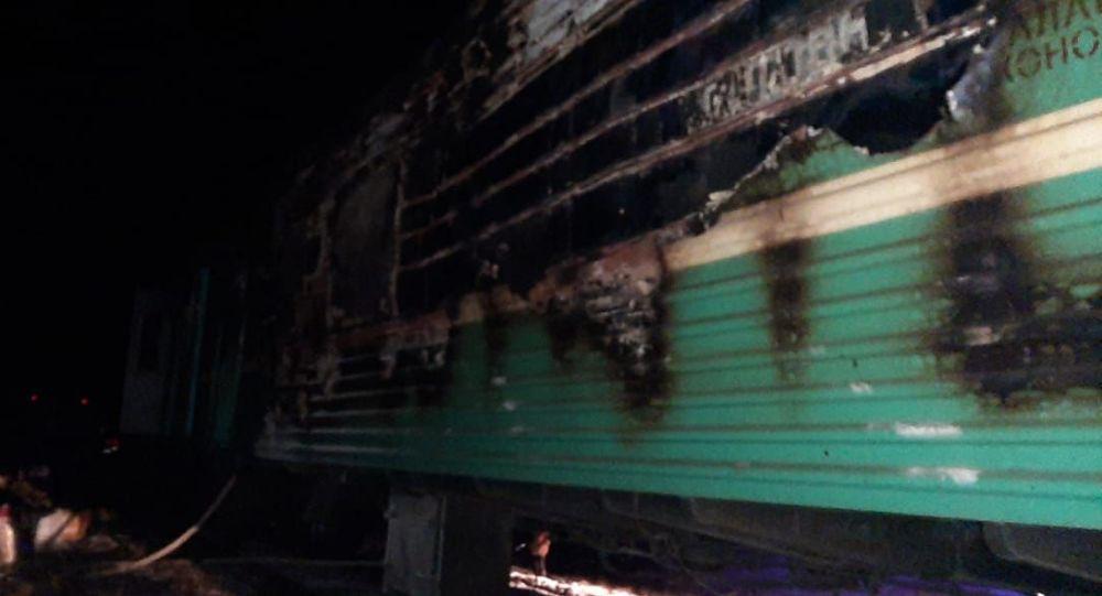 Обгоревший вагон