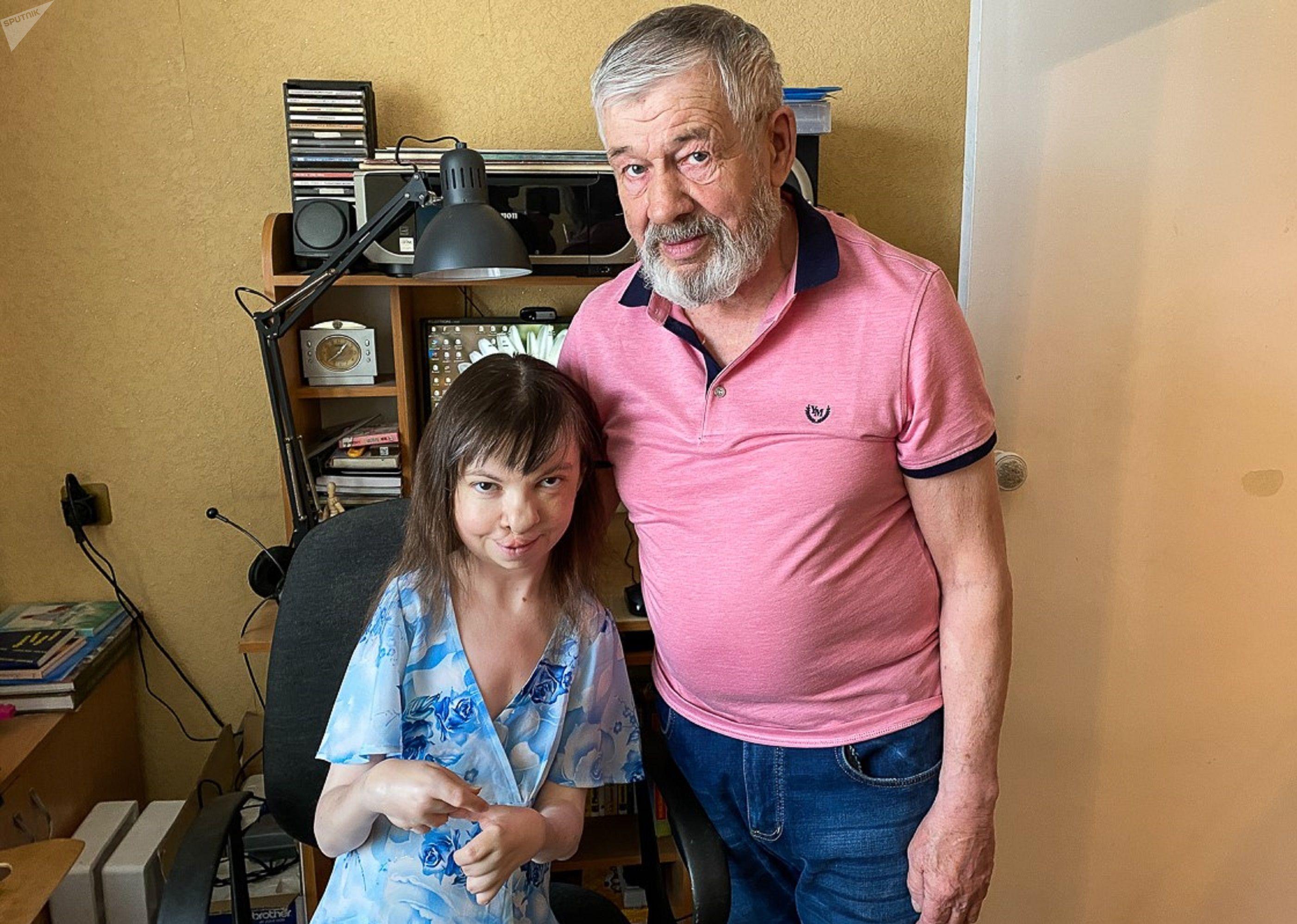 Художница Елена Шаламова живет с папой Владимиром Константиновичем