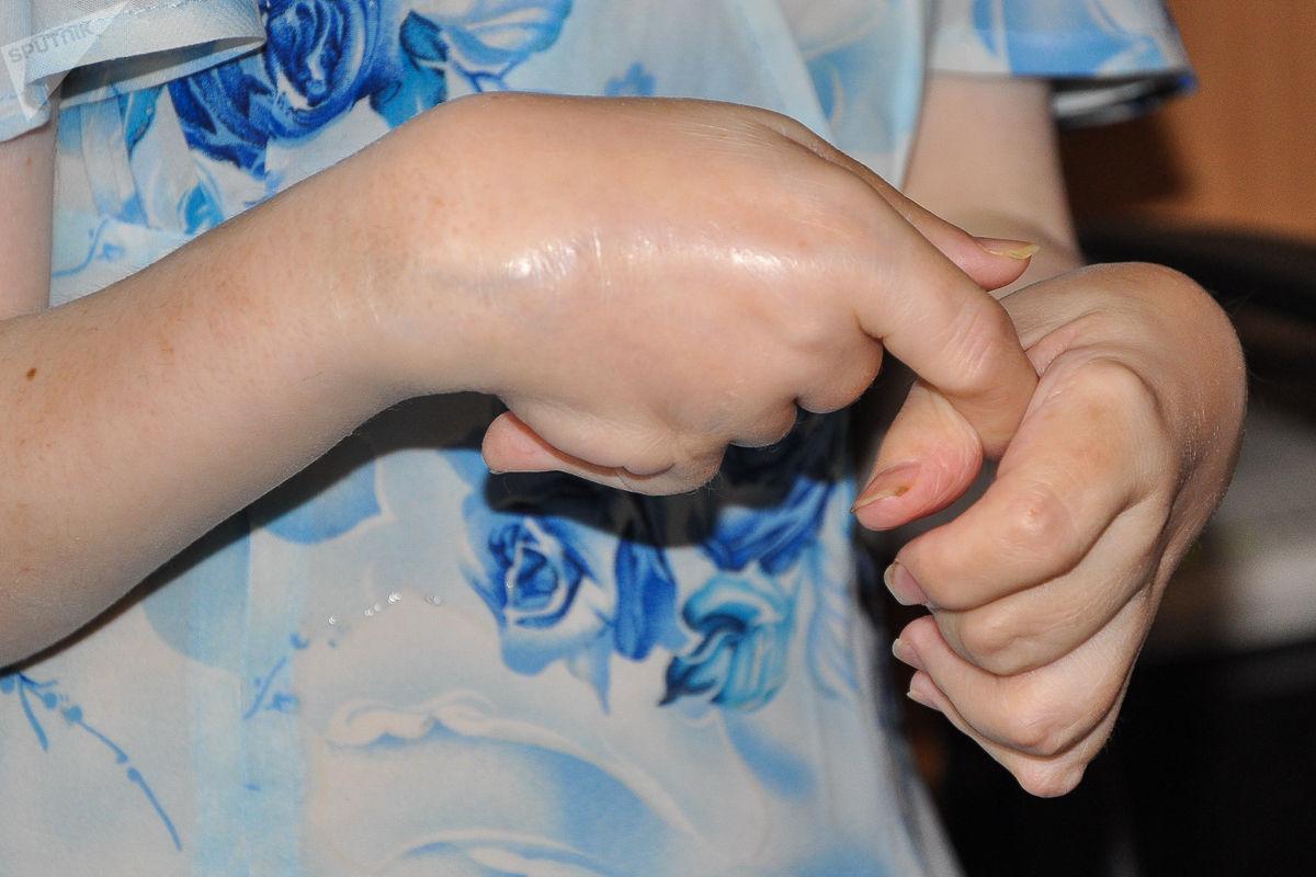 Руки Елены Шаламовой