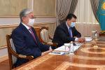 Президент Казахстана Касым-Жомарт и генеральный директор ТОО Тенгизшевройл Имер Боннер (справа)