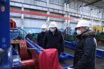 Министр энергетики Нурлан Ногаев (в центре) во время посещения производств в Мангистауской области