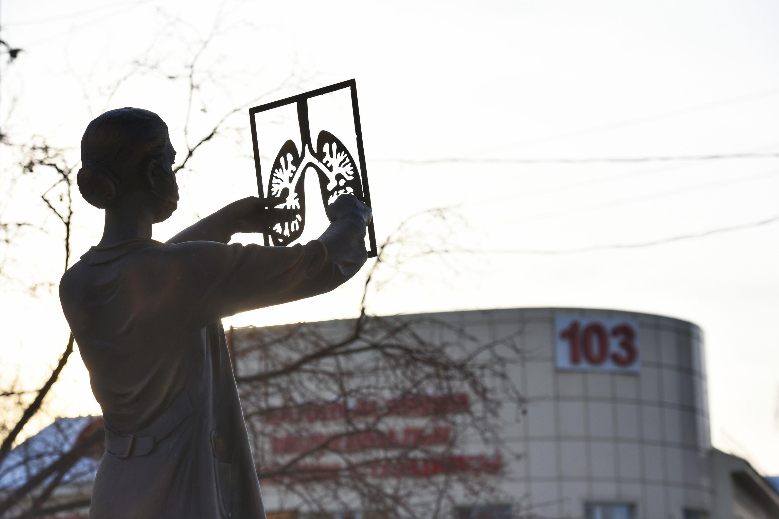 Памятник в знак благодарности медикам установили в Нур-Султане