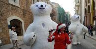 Бейрут көшесіндегі Санта-Клаус аруы