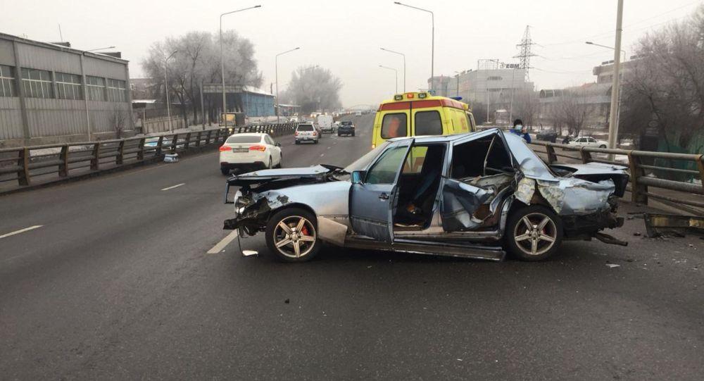 Рысқұлов көшесінде екі көлік соқтығысып, жолаушы жарақат алды