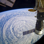 Халықаралық ғарыш станциясы циклон үстінен ұшады.