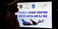 Таблица кризисного центра по крушению Sriwijaya Air SJ182 в терминале аэропорта Сукарно-Хатта в Джакарте