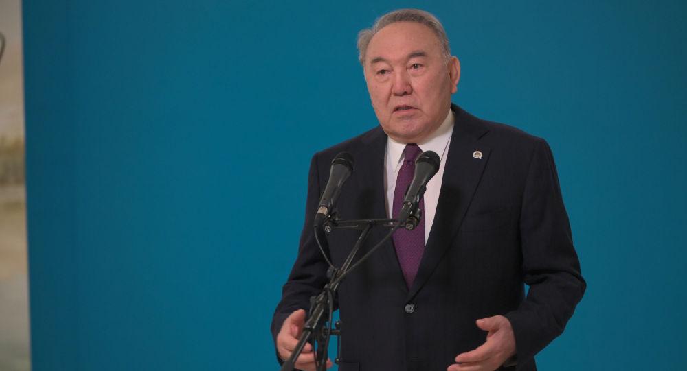 Елбасы Нурсултан Назарбаев на избирательном участке