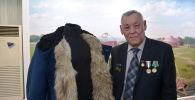 Волчью шубу с 70-летней необычной историей передал в музей житель Петропавловска