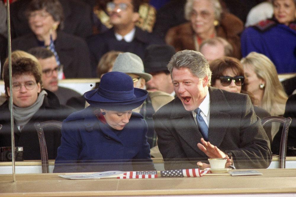 Президент Билл Клинтон мен бірінші ханым Хиллари Клинтон