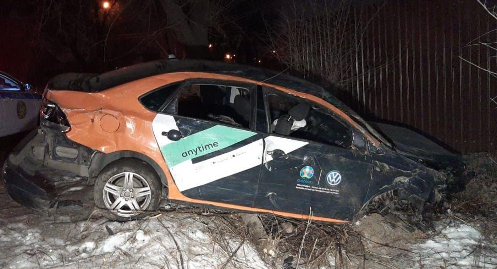 Авто каршеринга врезалось в частный дом в Алатауском районе