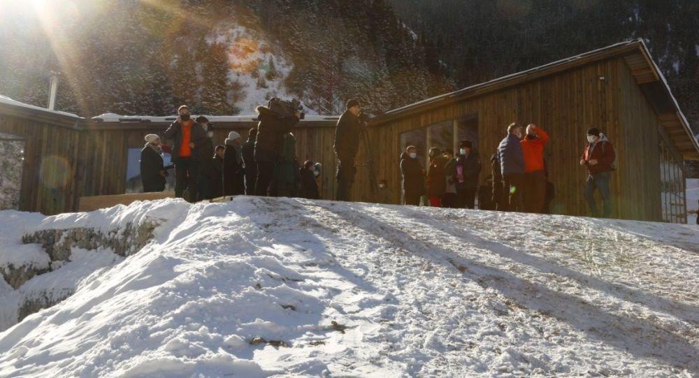 Экологичный визит-центр построили в ущелье Аюсай в Алматы