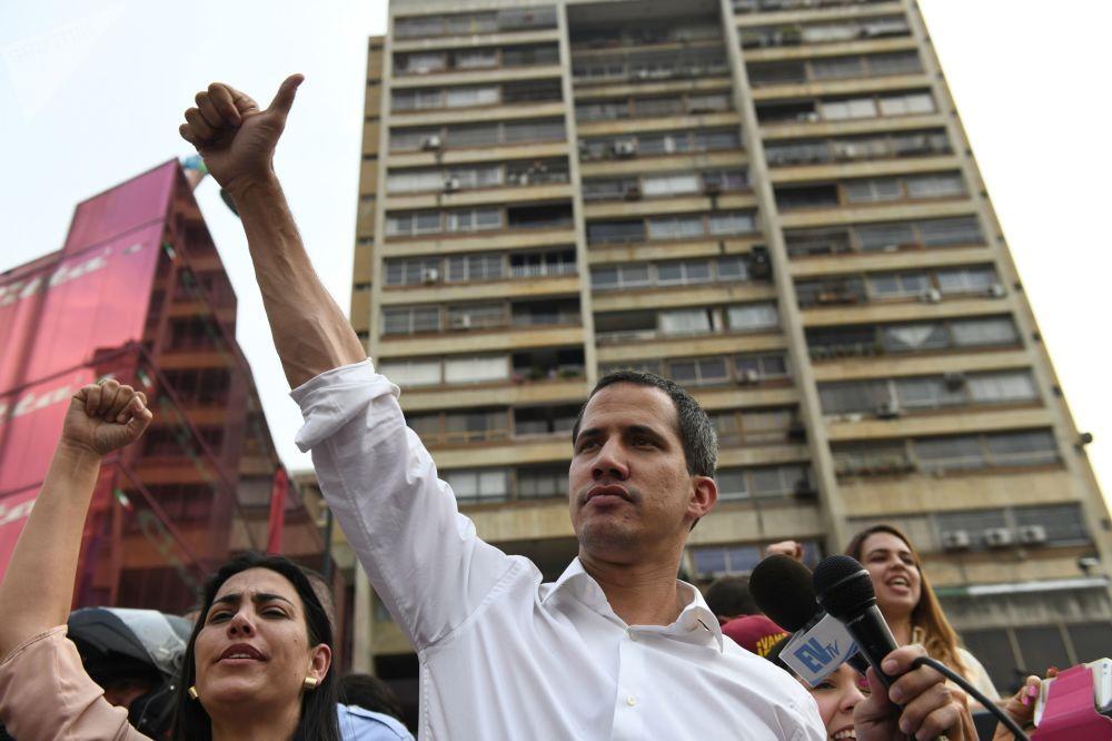 Венесуэланың уақытша президенті деп жариялаған оппозиция жетекшісі Хуан Гуаидо